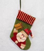 """Новогоднее подвесное украшение """"Носок зеленый с Сантой и подарком"""", 23 см, арт. 35424"""