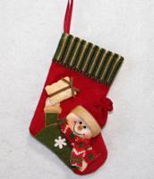 """Новогоднее подвесное украшение """"Носок красный со Снеговиком и подарком"""", 23 см, арт. 35425"""